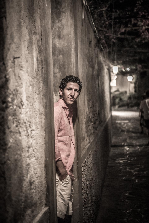 man in alleyway in Positano Italy