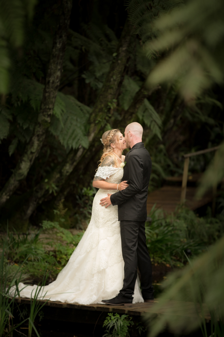 bride and groom kissing at Fountain Gardens