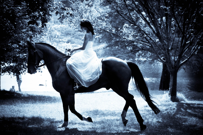 bride on her horse at Cherry Island in McLaren Falls Park