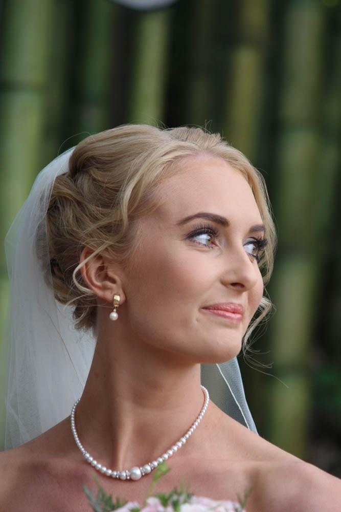 bridal portrait at Fountain Gardens in Omokoroa , Tauranga