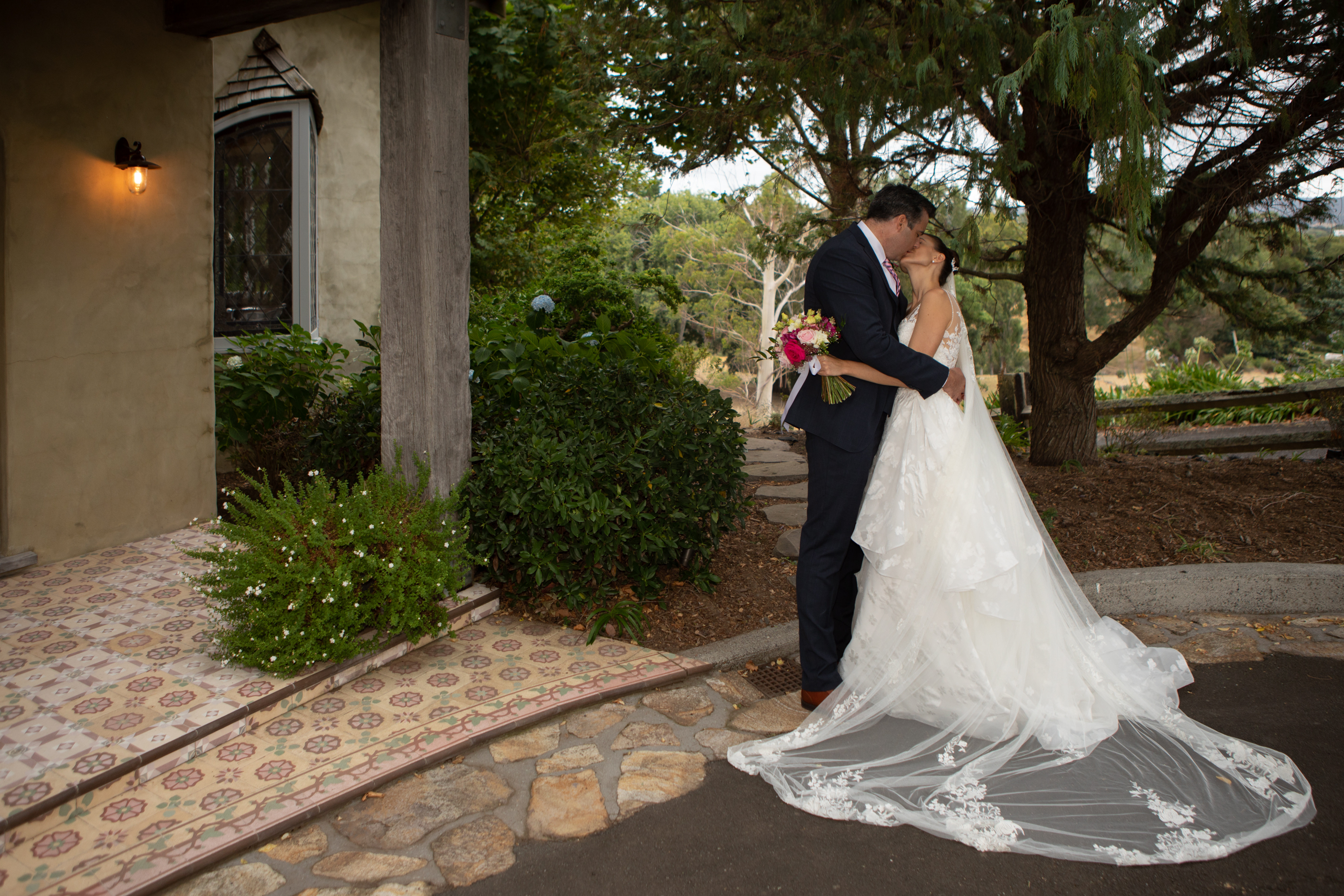 Romantic kiss at the French Country House Tauranga